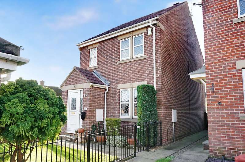 3 Bedrooms Detached House for sale in Moor Avenue, Clifford, LS23 6JZ