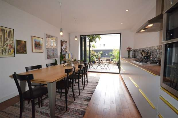 3 Bedrooms Terraced House for sale in Kirkland Walk, Dalston, E8