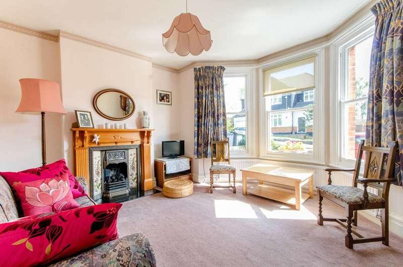 3 Bedrooms Detached House for sale in Clifford Road, Monken Hadley, EN5
