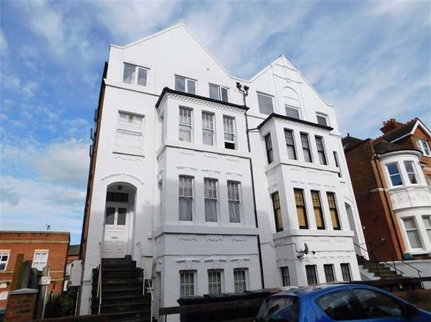 1 Bedroom Flat for sale in Claremont Gardens, Surbiton