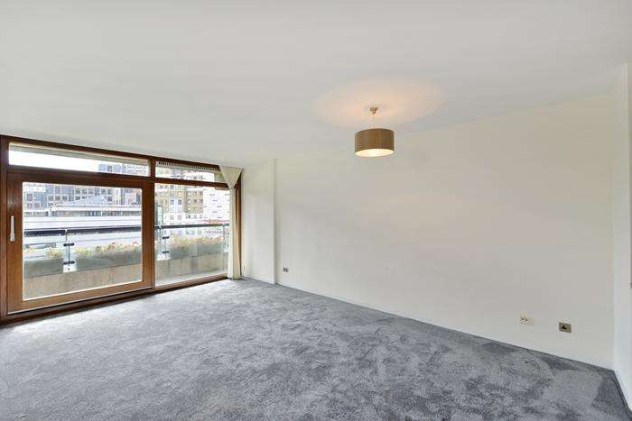 2 Bedrooms Flat for sale in Thomas More House, Barbican, London EC2Y