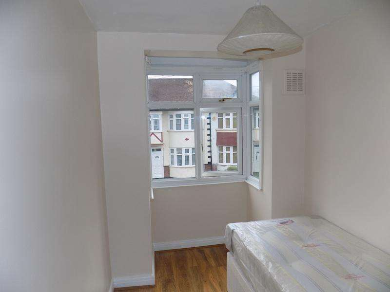 3 Bedrooms Terraced House for sale in Sudbury, Wembley HA0