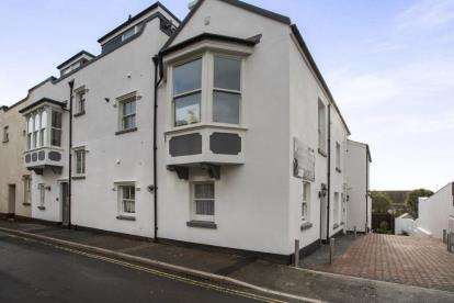 3 Bedrooms Flat for sale in Higher Brimley, Teignmouth
