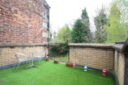 2 Bedrooms Flat for sale in Moss Street, Paisley