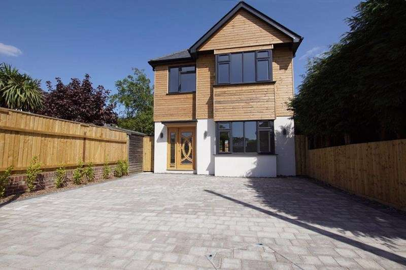 3 Bedrooms Detached House for sale in Sandecotes Road, Lower Parkstone, Poole