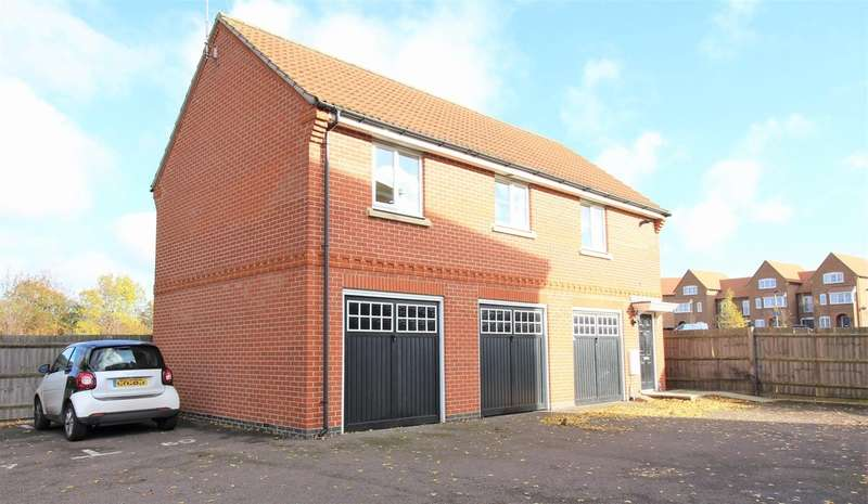 2 Bedrooms Maisonette Flat for sale in Lady Margaret Gardens, Ware