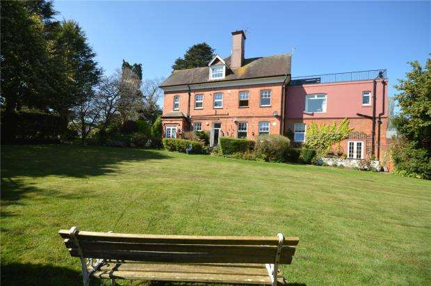2 Bedrooms Flat for sale in Brimley Court, Brimley Road, Newton Abbot, Devon