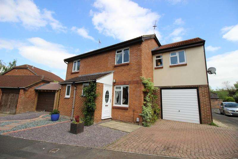 3 Bedrooms Semi Detached House for sale in Saddleback Road, Shaw, Swindon