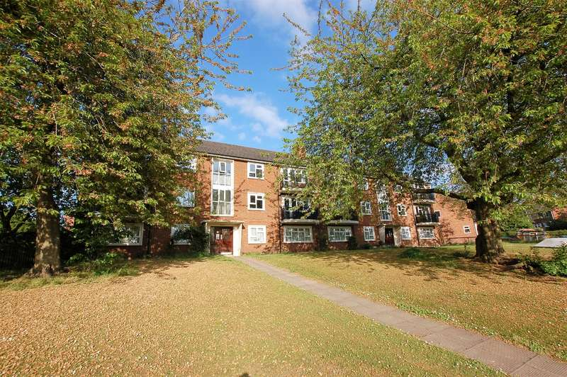 2 Bedrooms Flat for sale in Cornwall Road, Wollaston, DY8 4TJ