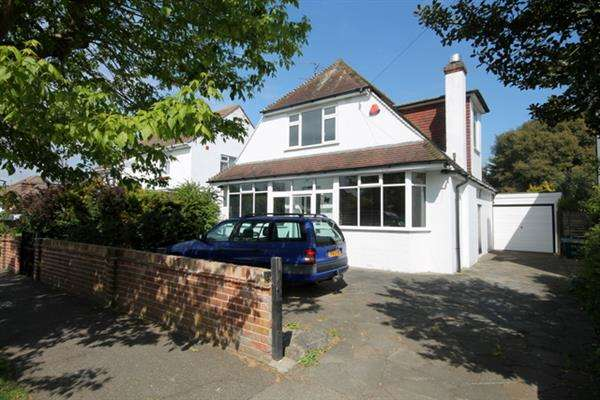 4 Bedrooms House for sale in Gainsford Avenue, East Clacton