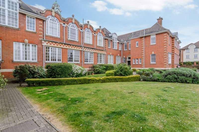 1 Bedroom Ground Flat for sale in Corrib Court, Palmers Green, London N13