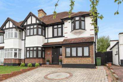 4 Bedrooms Semi Detached House for sale in Village Way, Beckenham