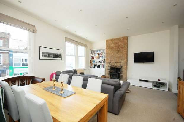 2 Bedrooms Flat for sale in High Street, Hampton Wick