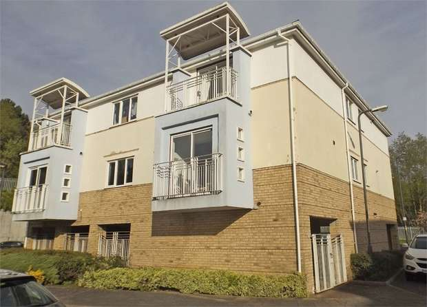 2 Bedrooms Flat for sale in Long Row, South Shields, Tyne and Wear