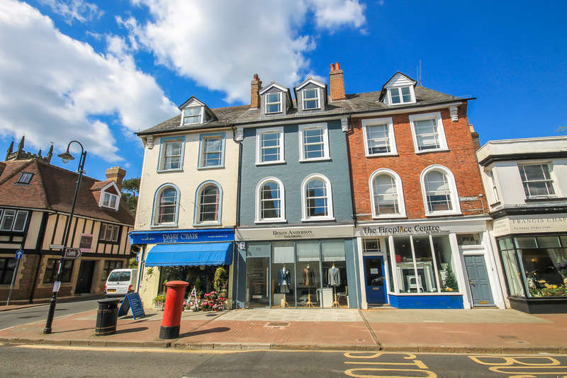 2 Bedrooms Flat for sale in High Street, East Grinstead