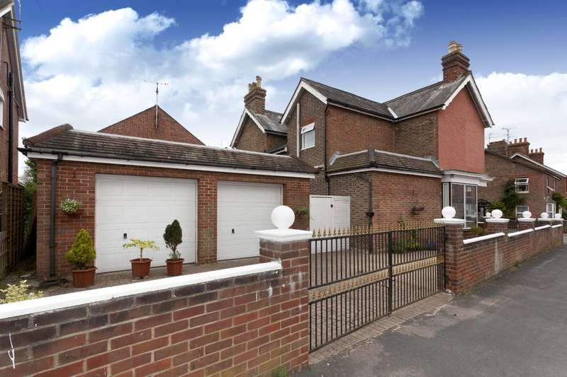 3 Bedrooms Detached House for sale in Shelley Road