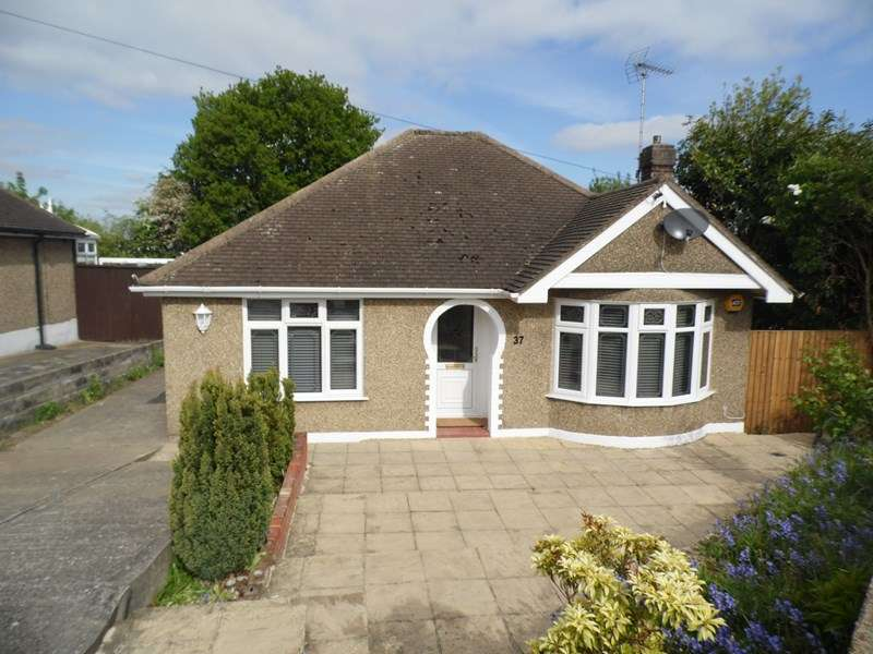 2 Bedrooms Detached Bungalow for sale in Cotswold Avenue, Rayleigh