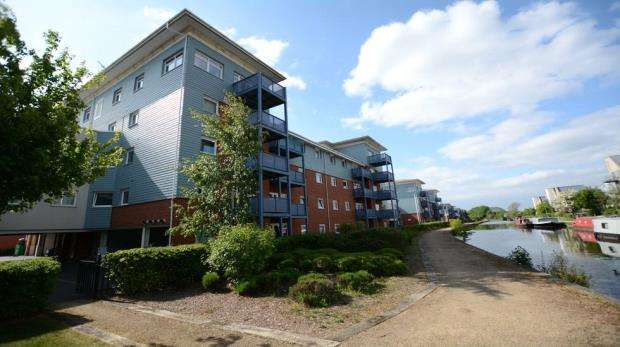 2 Bedrooms Apartment Flat for sale in Bittern House, 28 Wraysbury Drive, West Drayton