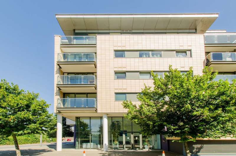 2 Bedrooms Flat for sale in Royal Docks, Royal Docks, E16