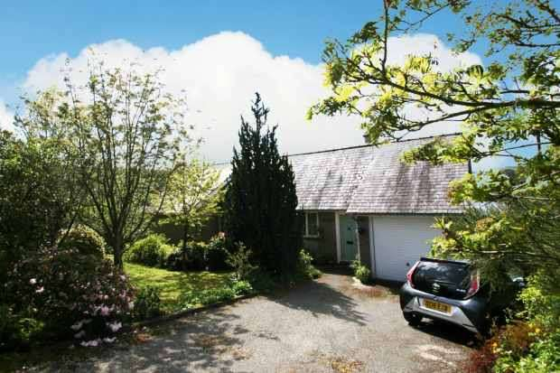 4 Bedrooms Detached Bungalow for sale in Betws Gwerfil Goch, Corwen, Clwyd, LL21 9PY