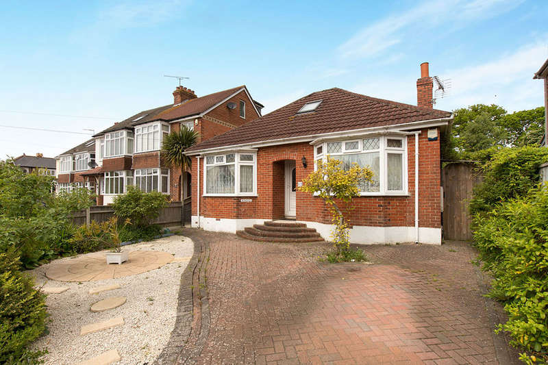 2 Bedrooms Detached Bungalow for sale in Winifred Road, Waterlooville, PO7