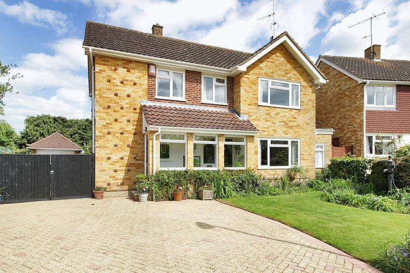 4 Bedrooms Detached House for sale in Fairview, Horsham