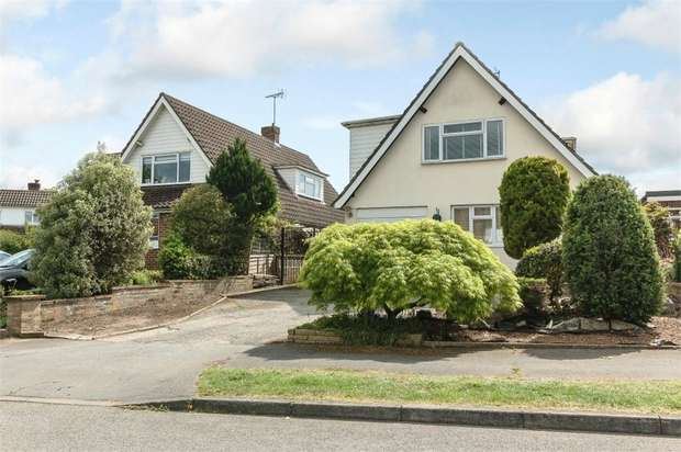 4 Bedrooms Detached House for sale in Waverley Drive, Chertsey, Surrey
