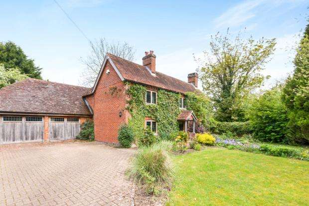 5 Bedrooms Detached House for sale in Greywell, Hook, Hampshire