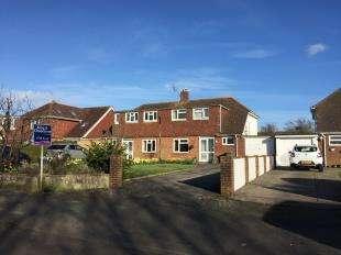 3 Bedrooms Semi Detached House for sale in Pagham Road, Bognor Regis, West Sussex