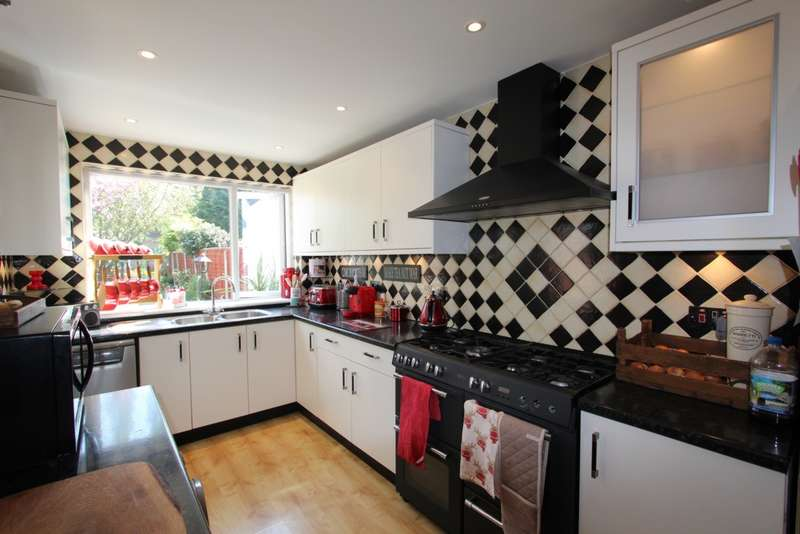 3 Bedrooms Terraced House for sale in Bingham Road, Addiscombe, CR0