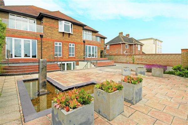 5 Bedrooms Detached House for rent in Marine Drive West, Barton-On-Sea, Christchurch