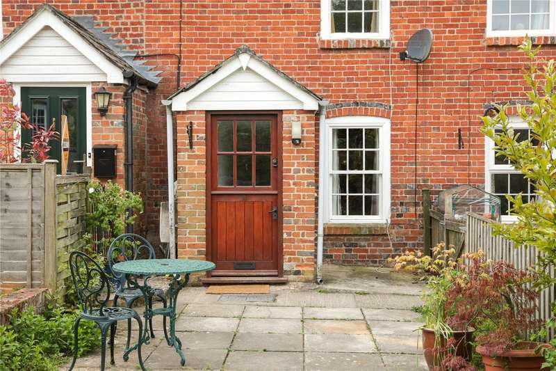 2 Bedrooms Terraced House for sale in High Street, Manton, Marlborough, Wiltshire, SN8