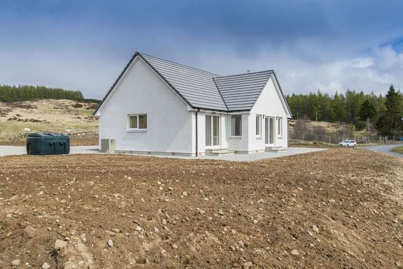3 Bedrooms Bungalow for sale in Balintombuie, Glenmoriston, Inverness-shire, Highland, IV63 7YJ