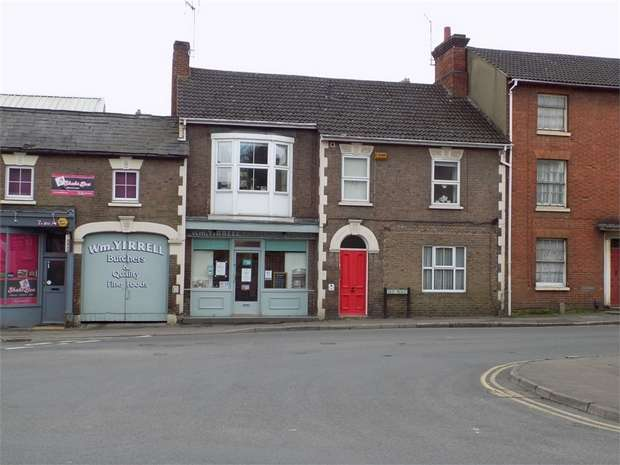 Terraced House for sale in Old Road, Linslade, Leighton Buzzard