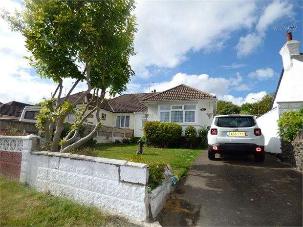 2 Bedrooms Semi Detached Bungalow for sale in Eastwood Old Road, Leigh on sea, SS9 4RP