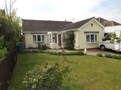 3 Bedrooms Bungalow for sale in Ipswich, Suffolk
