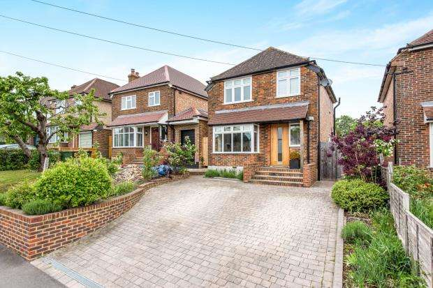 3 Bedrooms Detached House for sale in Guildford, Surrey