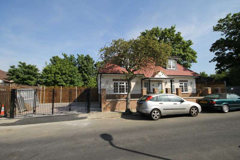 4 Bedrooms Detached House for sale in Edenvale Road, Mitcham
