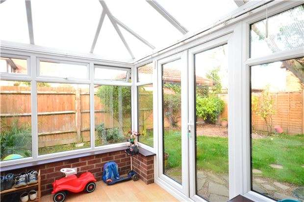 3 Bedrooms Semi Detached House for sale in Wordsworth Mead, REDHILL, RH1 1AH