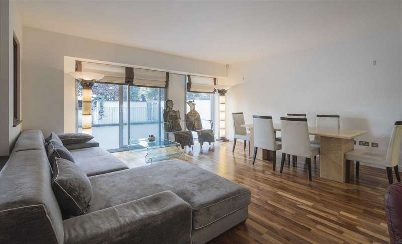 3 Bedrooms Flat for sale in The Galleries, London, NW8