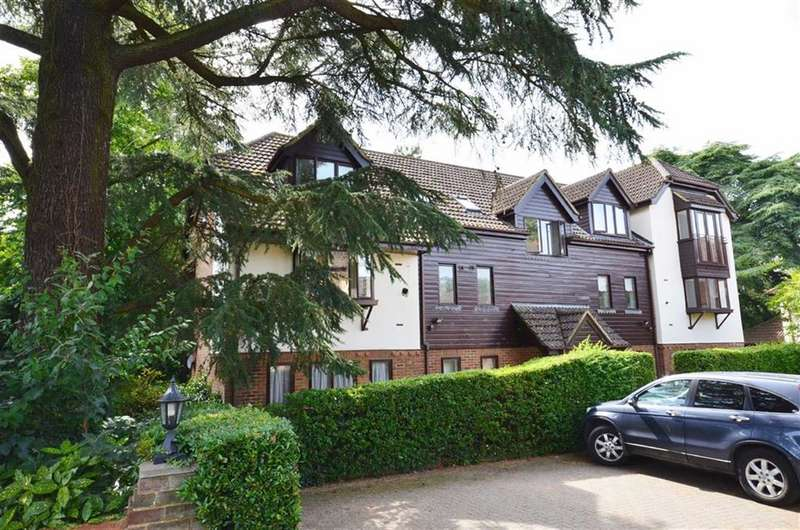 2 Bedrooms Flat for sale in Fairholme Gardens, Farnham