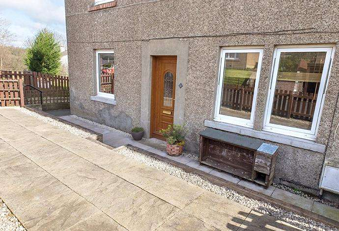 2 Bedrooms Flat for sale in 37 Roxburghe Place, Newtown St Boswells, TD6 0QQ