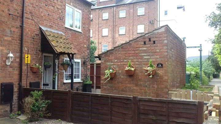 2 Bedrooms Semi Detached House for sale in Nags Head Passage, Sleaford, NG34