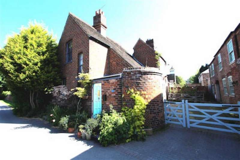 3 Bedrooms Detached House for sale in Beechwood Lane, Driffield, East Yorkshire