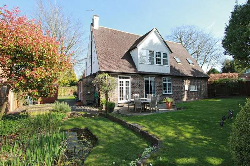 5 Bedrooms Detached House for sale in Kingsdene, Tadworth