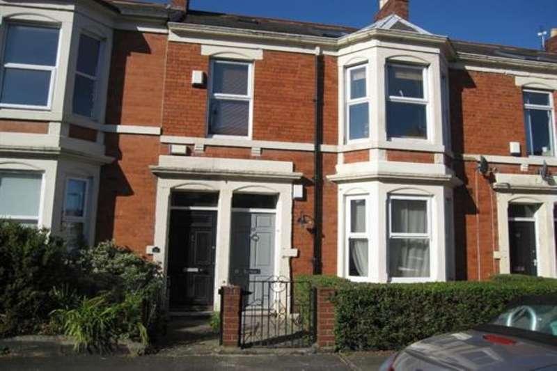 3 Bedrooms Flat for rent in Lavender Gardens, Newcastle Upon Tyne, NE2