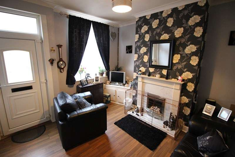 3 Bedrooms Terraced House for sale in Parker Street, Leek, Staffordshire ST13