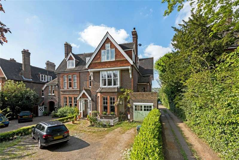 3 Bedrooms Flat for sale in Doods Road, Reigate, Surrey, RH2