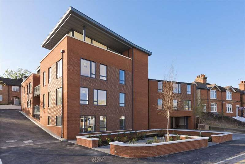 2 Bedrooms Flat for sale in Cobbett Place, Sydenham Road, Guildford, Surrey, GU1