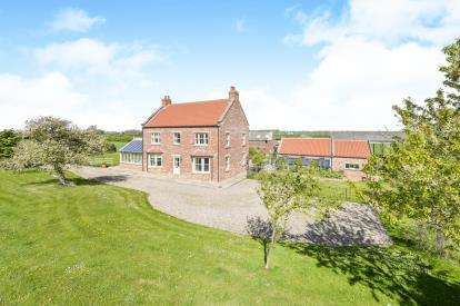 5 Bedrooms Detached House for sale in Seamer, North Yorkshire